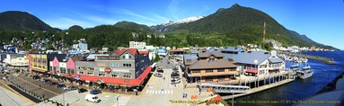 Picture-Shopping-downtown-Ketchikan
